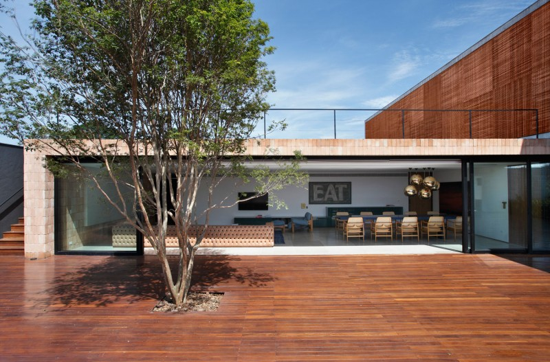 BT House by Studio Guilherme Torres 06