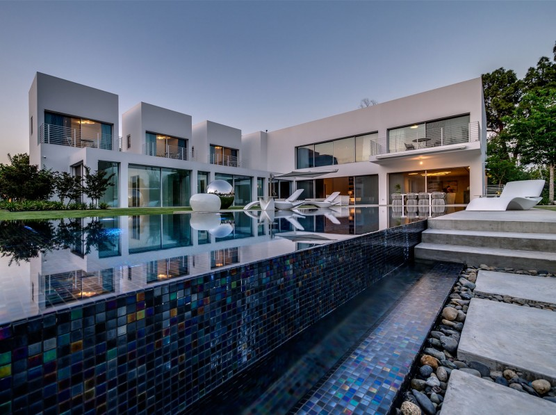 Unique Contemporary Villa by Nestor Sandbank 13