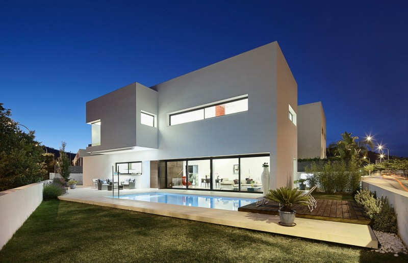 212 House by Alfonso Reina 10