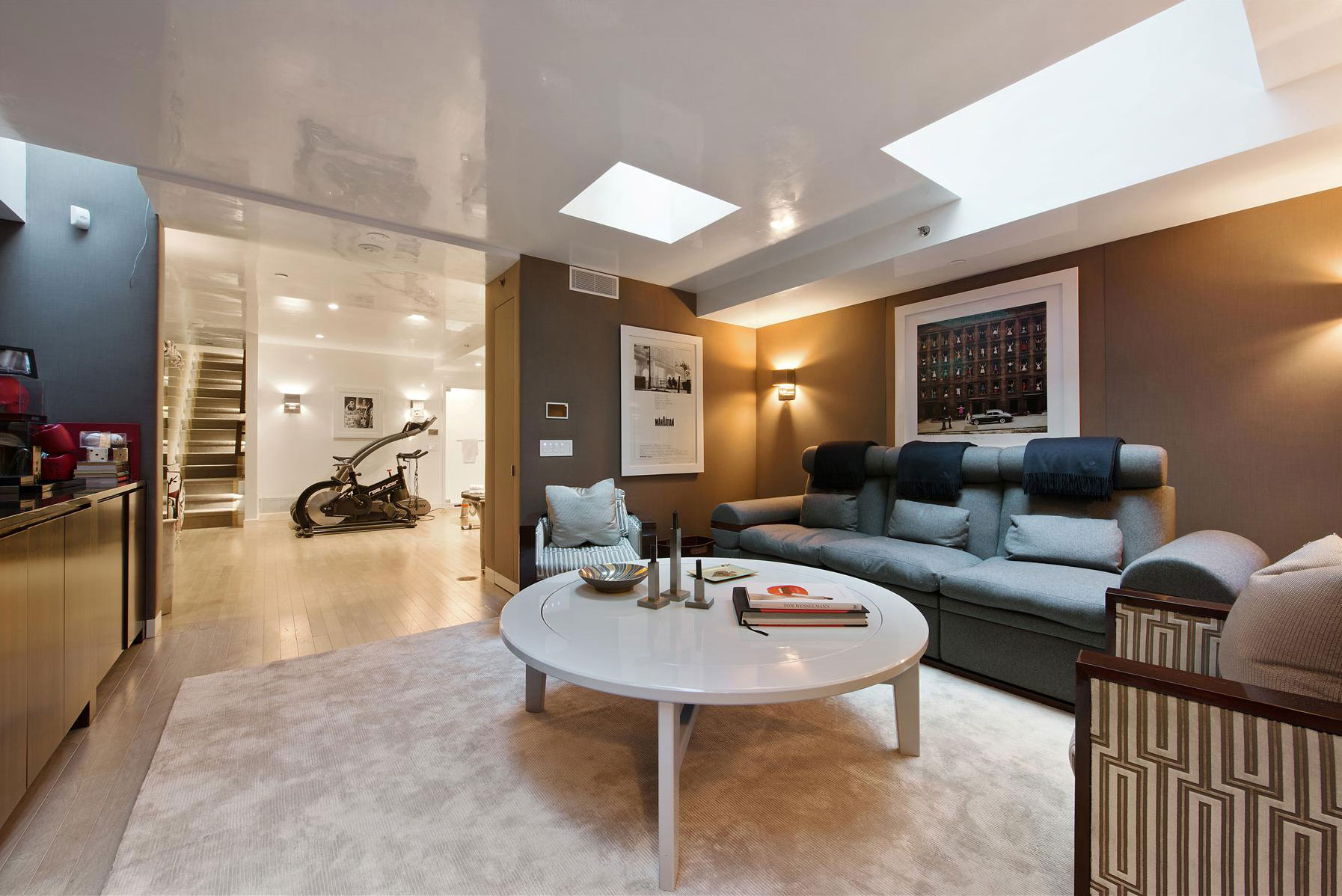 Merveilleux This Stunning Townhome Is Located In New York City, New York.