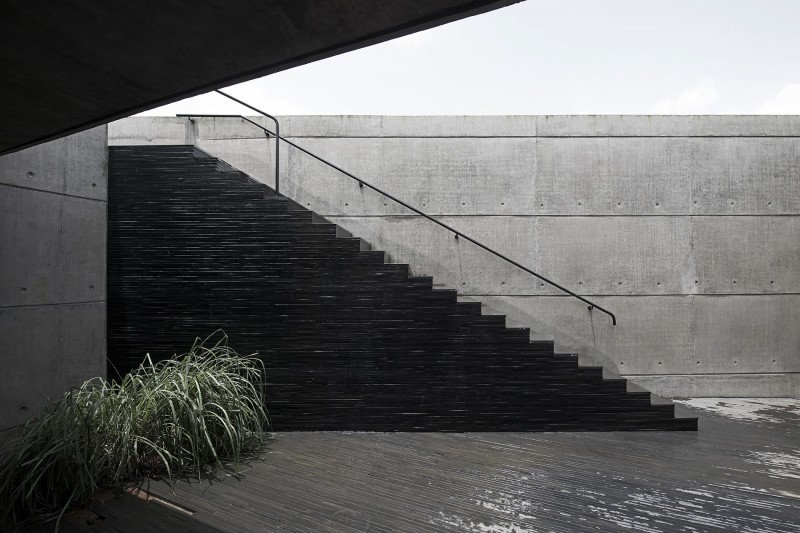 The House Cast in Liquid Stone by SPASM Design Architects 09