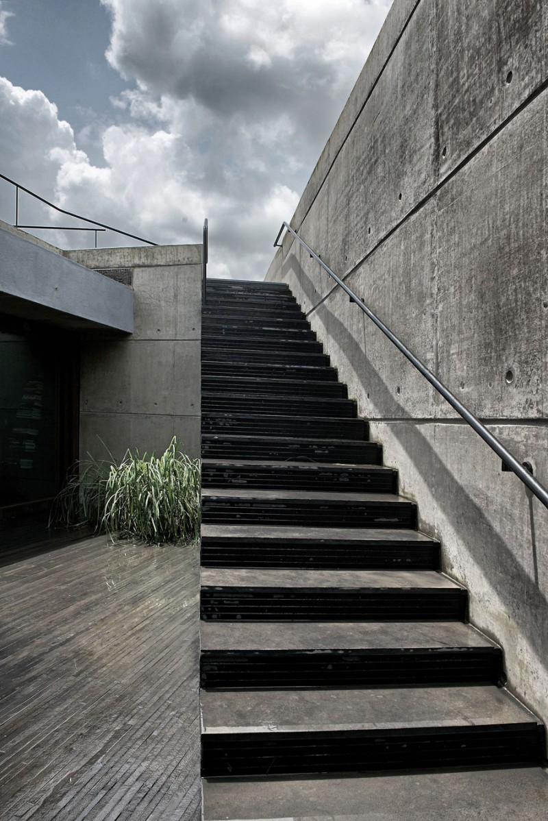 The House Cast in Liquid Stone by SPASM Design Architects 10
