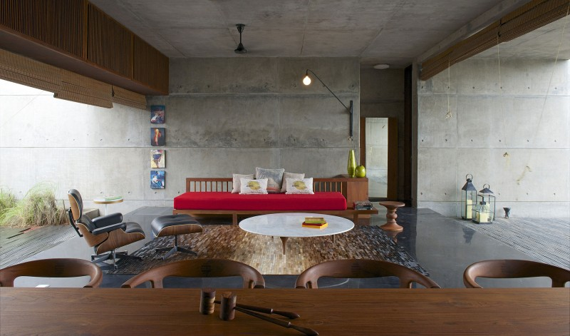 The House Cast in Liquid Stone by SPASM Design Architects 13