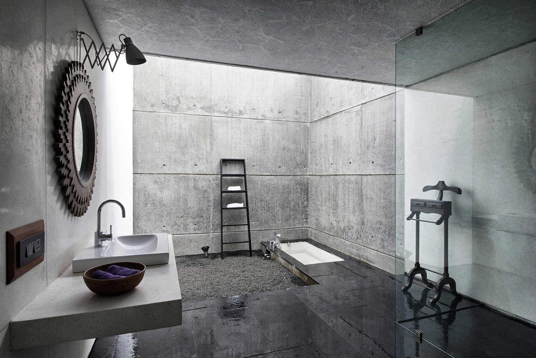 The House Cast in Liquid Stone by SPASM Design Architects 15