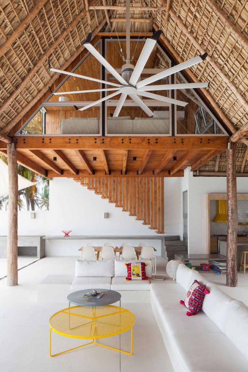 Costa Azul House by Cincopatasalgato Architecture 02