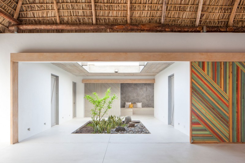 Costa Azul House by Cincopatasalgato Architecture 05