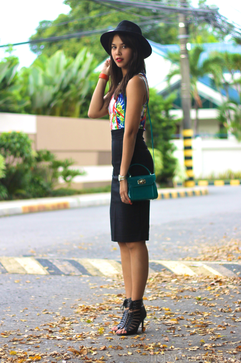Bloggers wearing the pencil skirt - OOTD Magazine 11