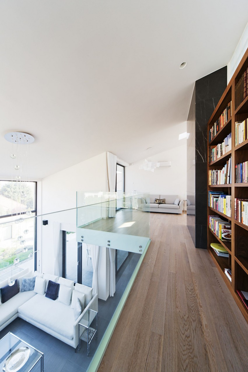 Sommelier's Home by designed by Sandor Duzs and Architem 08