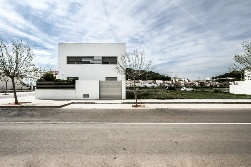 House V02 by Julio Vila Cortell and Viraje Arquitectura 01