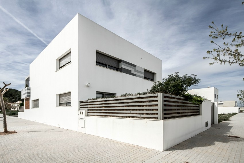 House V02 by Julio Vila Cortell and Viraje Arquitectura 03
