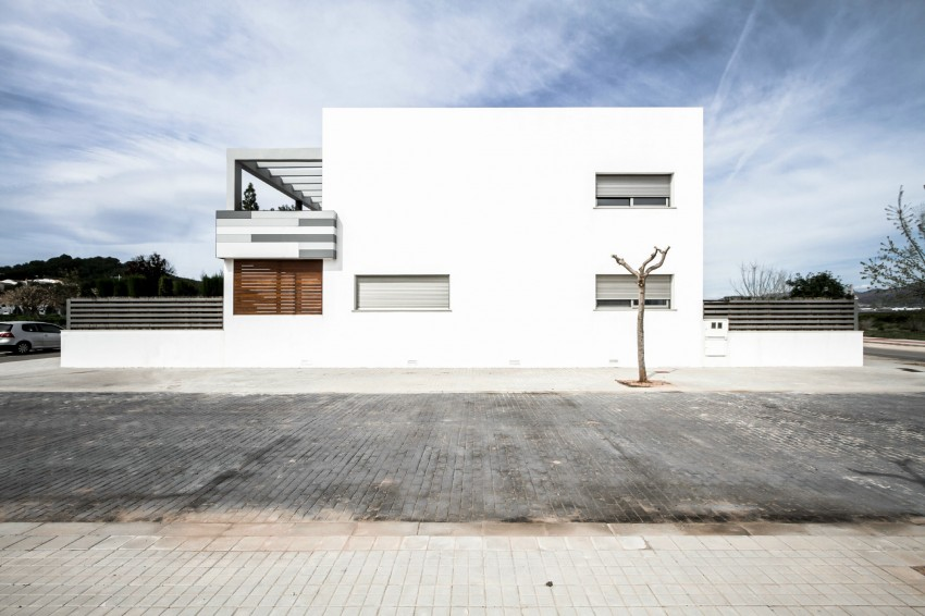 House V02 by Julio Vila Cortell and Viraje Arquitectura 05
