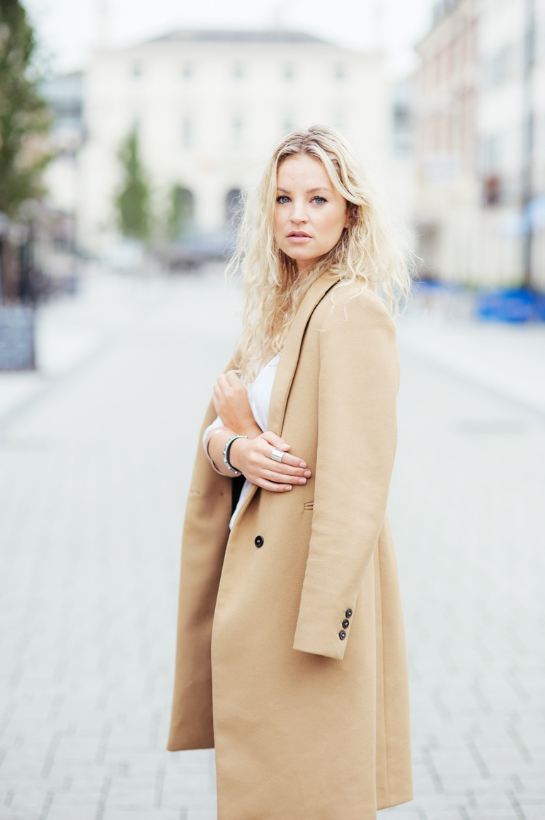 The Classic Coat Every Woman Needs - OOTD Magazine 4