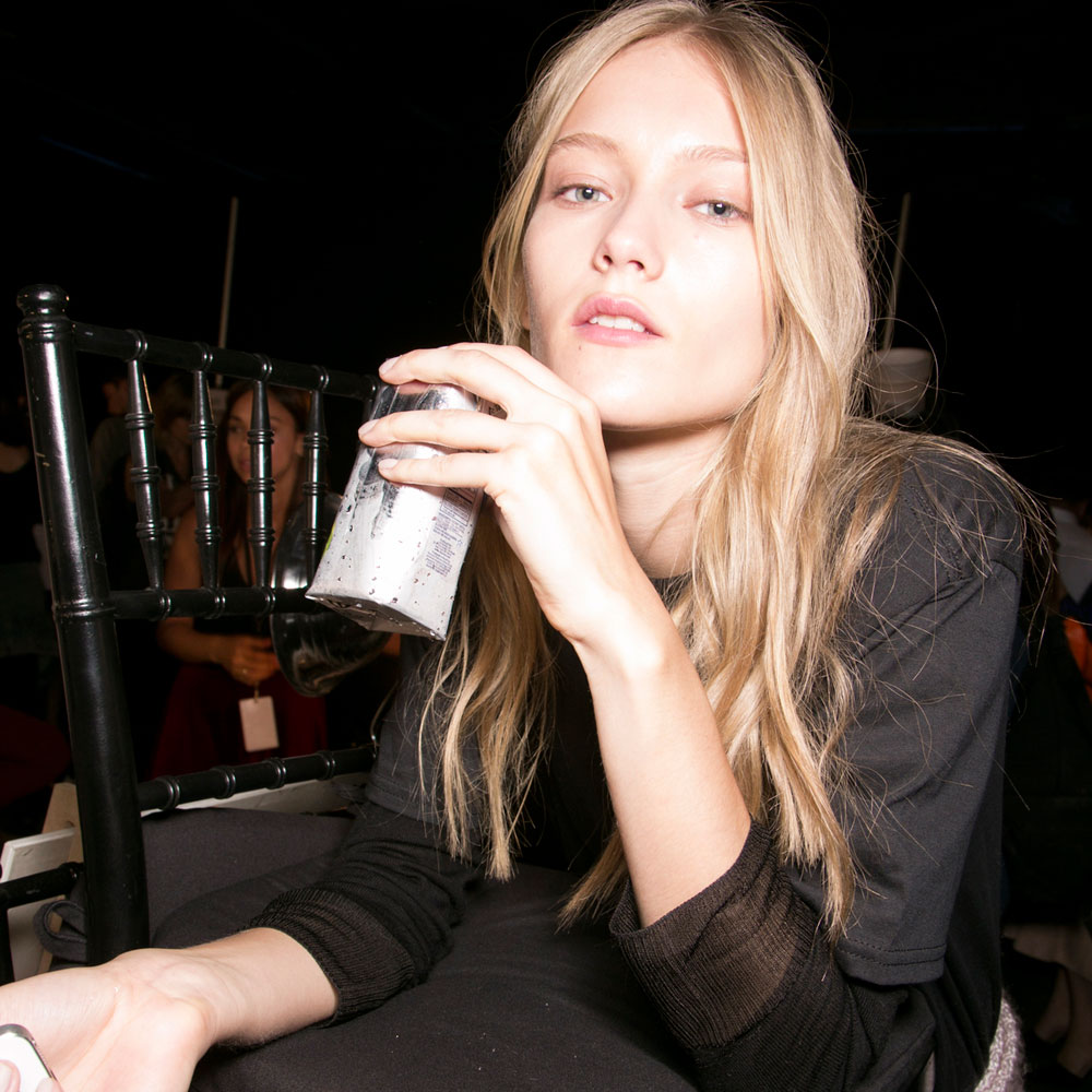 6 Signs That You're Not Drinking Enough Water - OOTD Magazine
