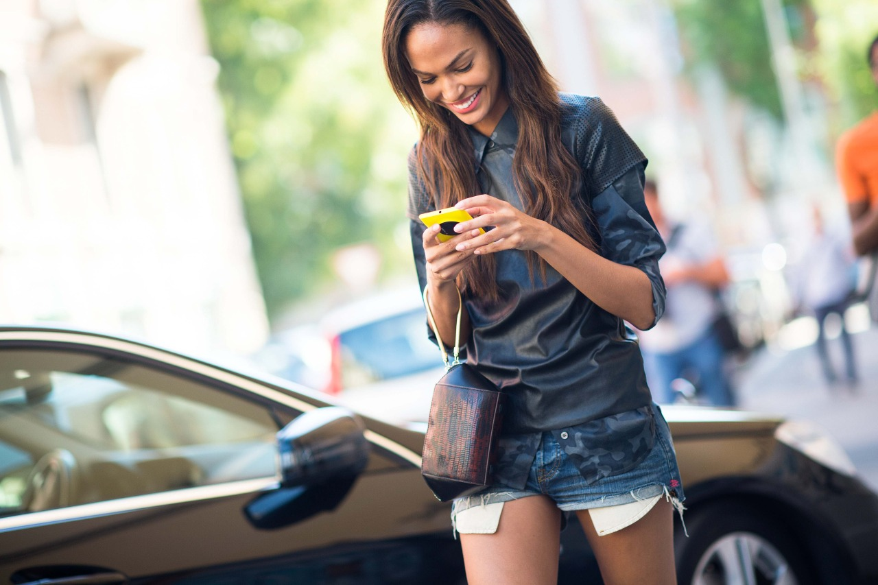 9 Reasons Why We Are Addicted To WhatsApp - OOTD Magazine