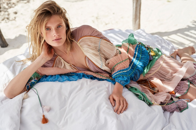 Constance-Jablonski-Beach-Glamour-France-May-2016-Editorial08